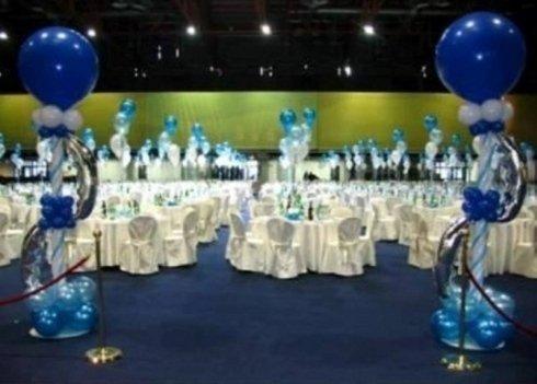 allestimento palloncini blu per cena gala