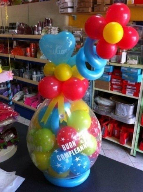 palloncino gigante con dentro palloncini