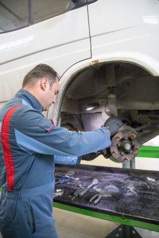 lavori di riparazione auto