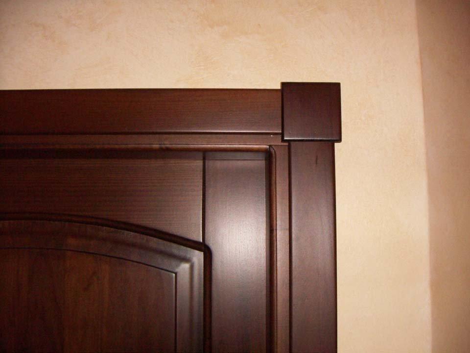 Particolare di una porta in legno