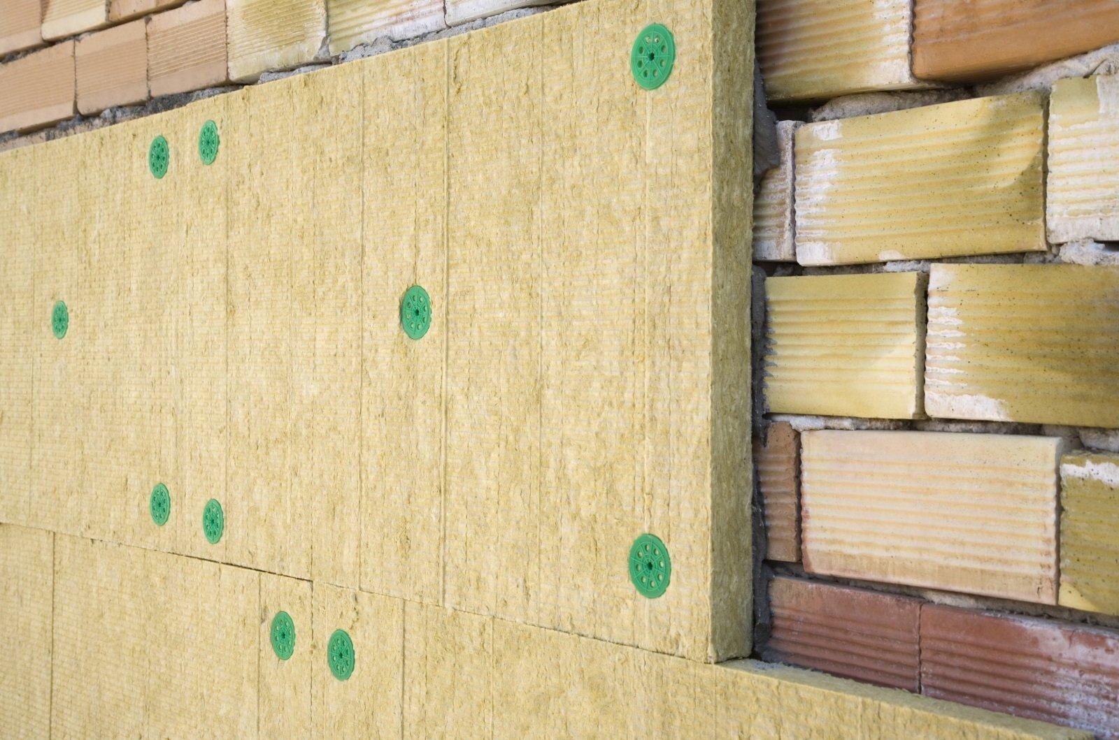 Rivestimento di legno del muro di mattoni