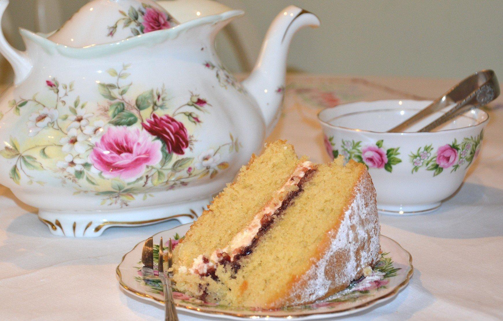 cream and jam slice with tea