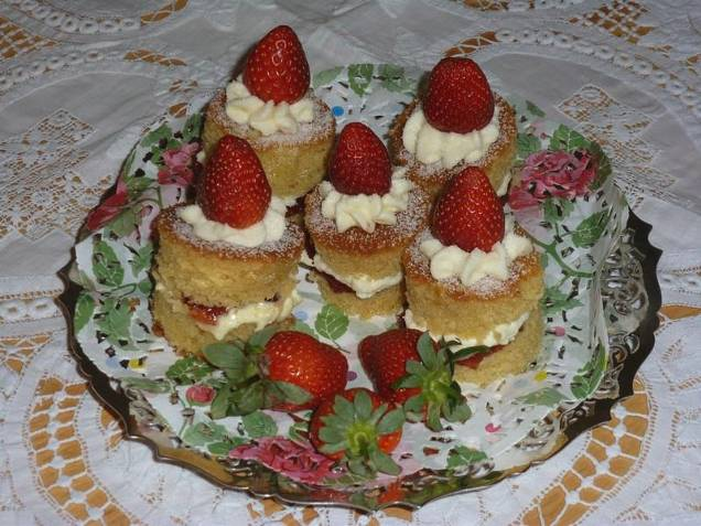 strawberry and cream fancies