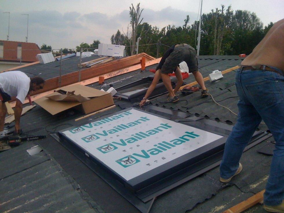 Installazione impianto termico a energia solare su tetto
