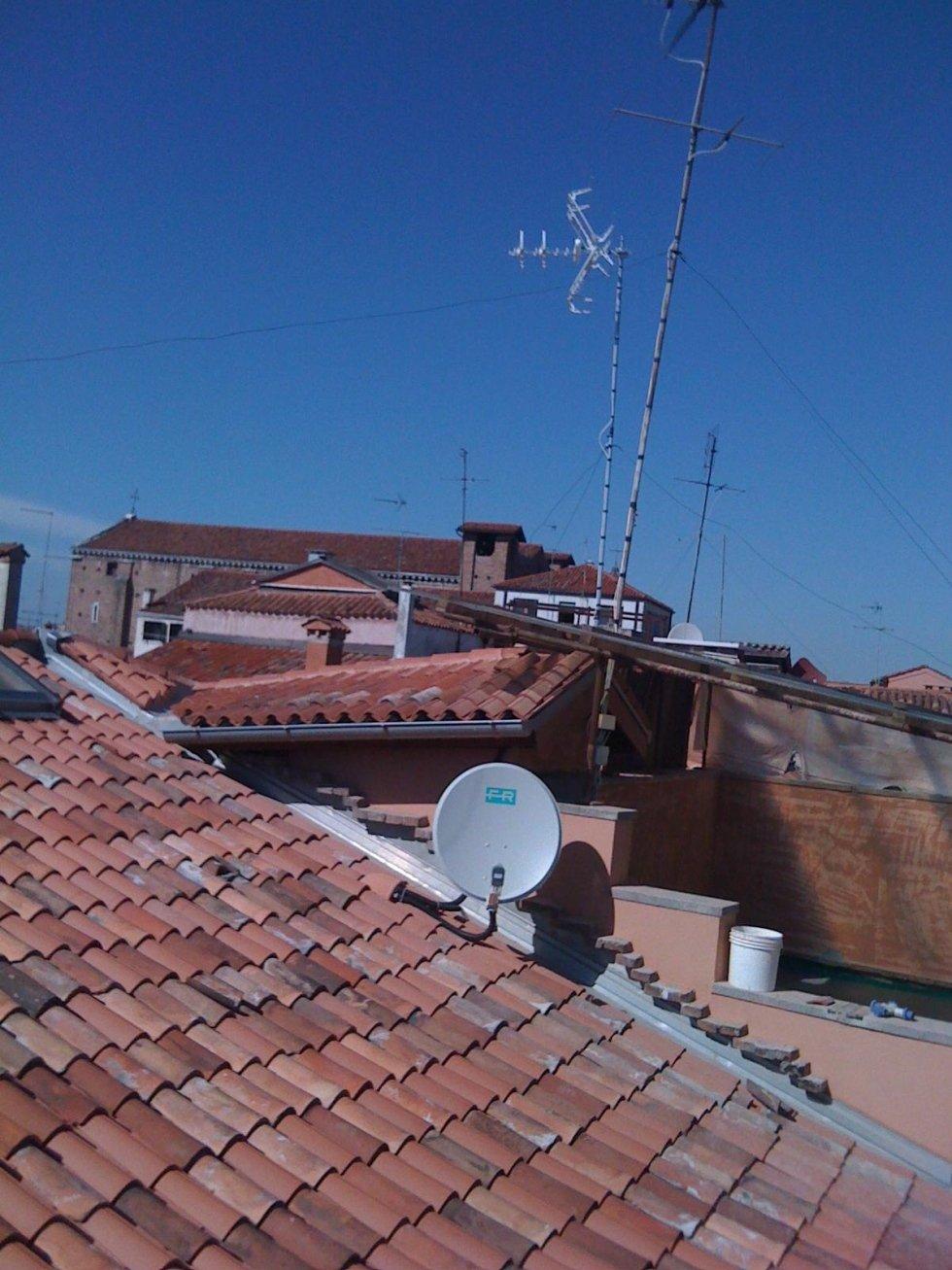Impianti TV su tetto condominiale