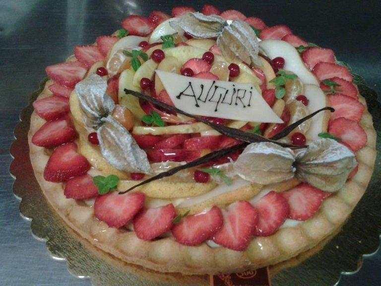 torte con crema e frutta
