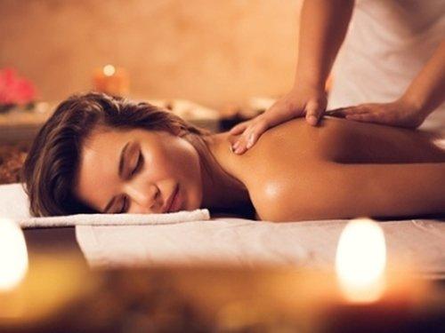 donna che riceve massaggio