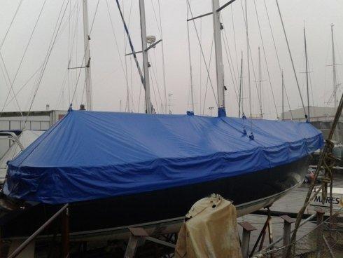 Copri barca totale invernale in soleplast per barca a vela.