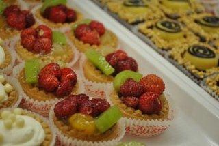 tortini di frutta, fragole, prodotti naturali