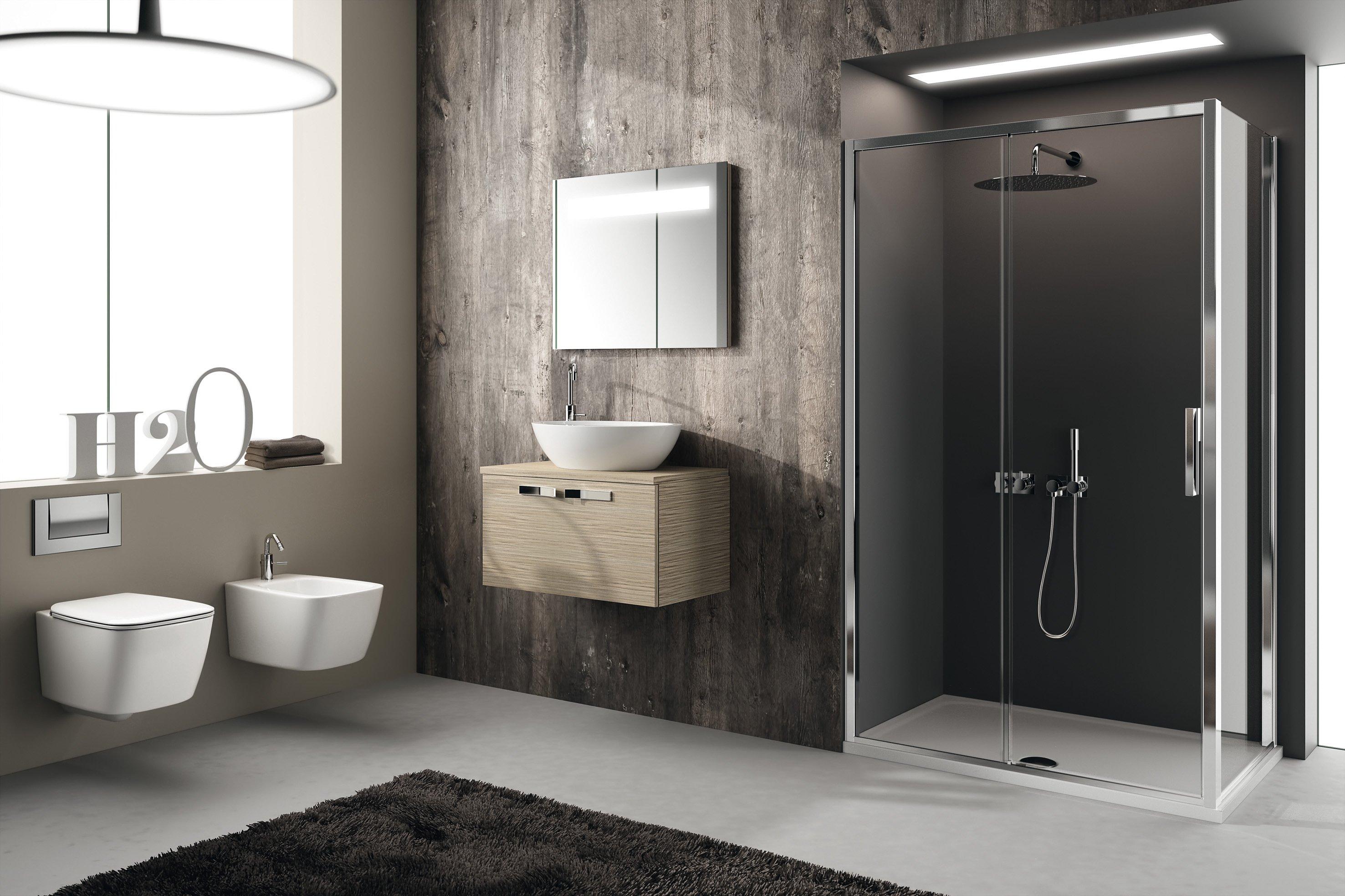 Vista interna di un bagno moderno a Salerno e provincia