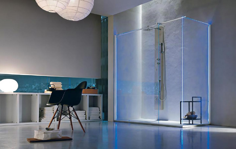 Vista della cabina doccia di un bagno moderno a Salerno e provincia