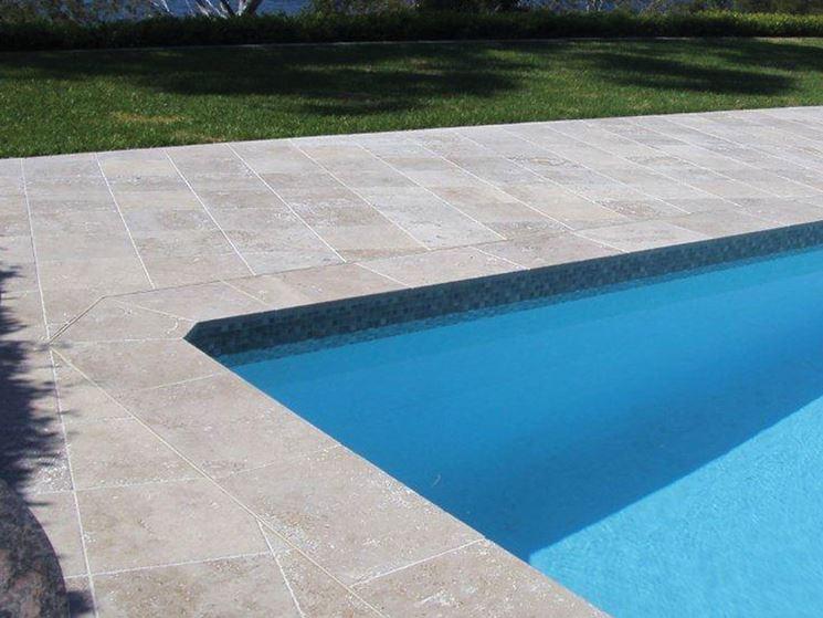 Pavimenti e piastrelle per le piscine a Salerno e provincia