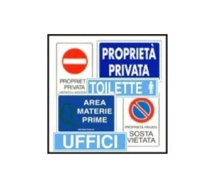 dei cartelli di proprietà' privata, toilette e altro
