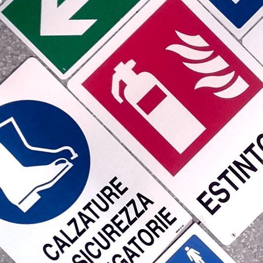 dei cartelli di Estintori,Idranti, uscita di emergenza e altro
