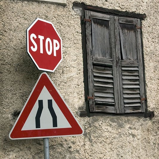 un cartello di Stop