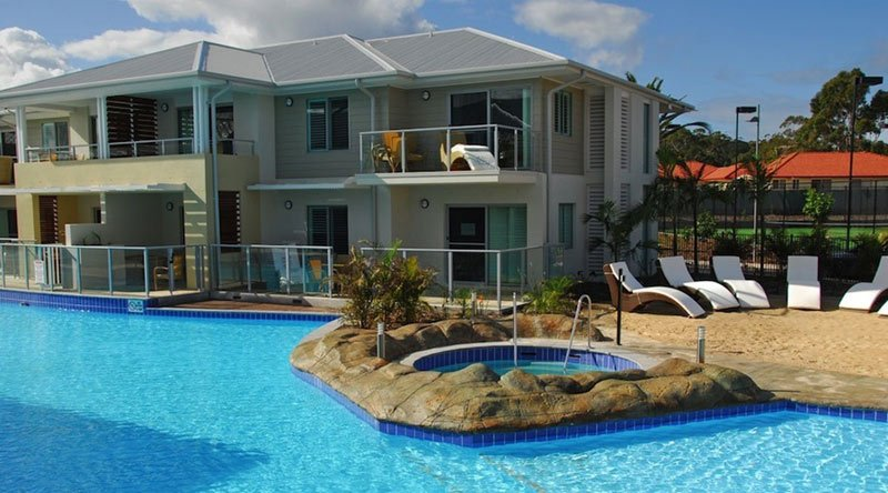 swimming pool and hot tub by apartment in perth