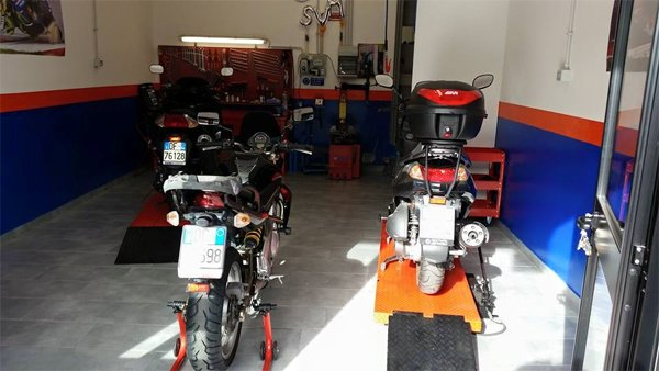 Motociclette all'officina SVM Motoservice a Roma