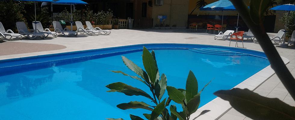 albergo piscina