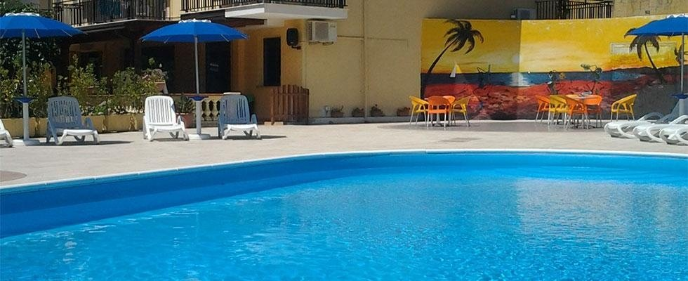 albergo con piscina