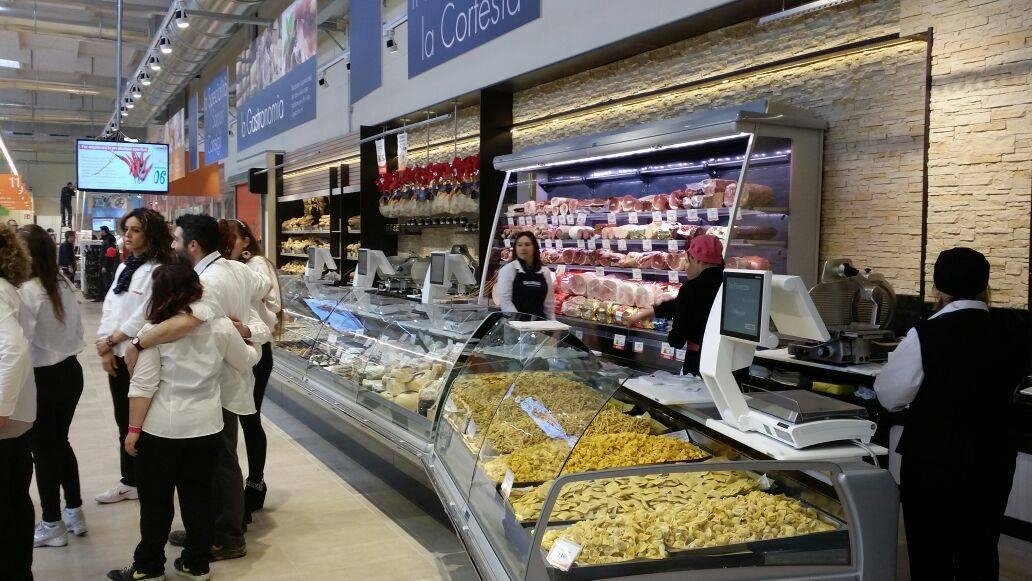 frigoriferi di supermercati con pasta fresca