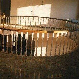 Balaustra in legno due colori con passamaneria elicoidale