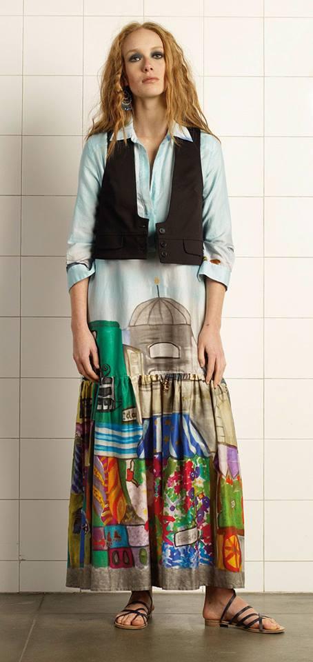 Donna con i vestiti  di Adele Fado a Trieste