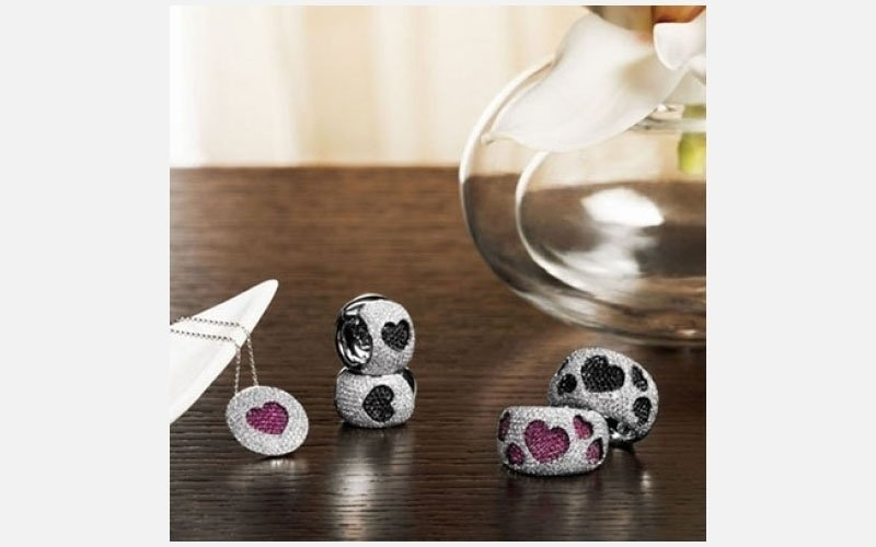 anelli con decorazioni a cuore