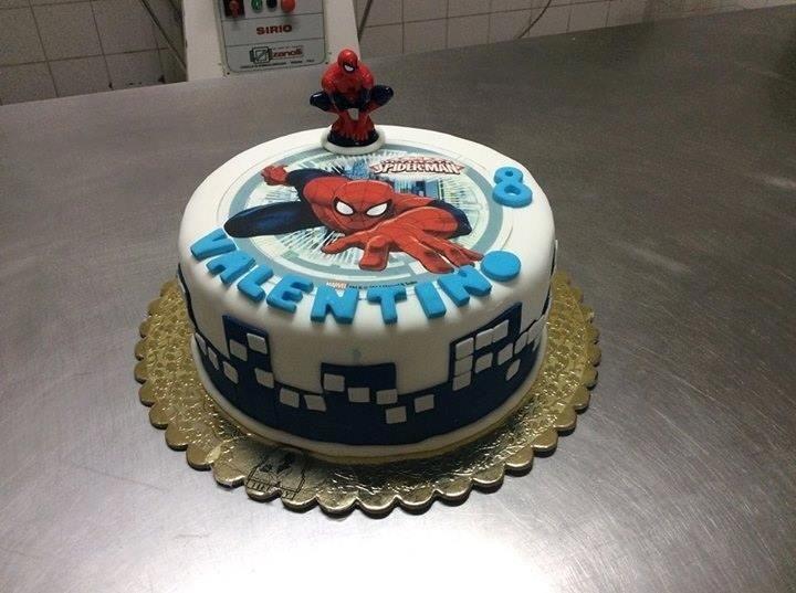 Il tuo super eroe in una torta
