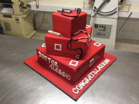 torta di laurea per il dottore