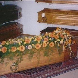 allestimento casse funebri con fiori