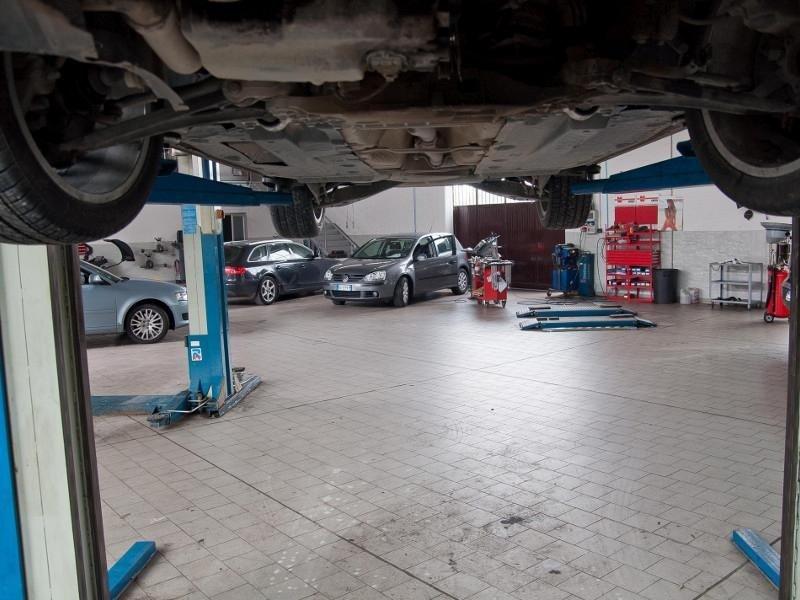 controllo e riparazione auto
