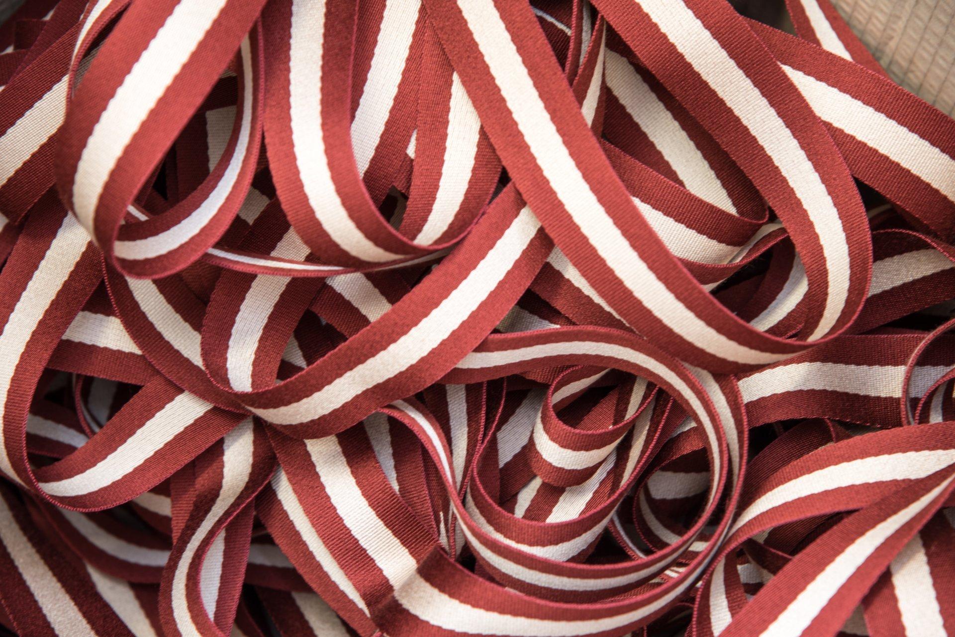 nastro di fili bianco rosso