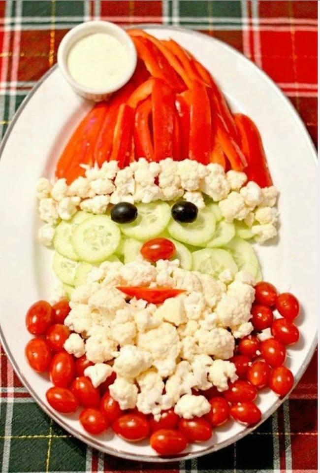 Babbo Natale creato con frutta e verdura