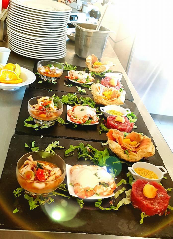 Antpasti vari nella cucina del ristorante la Verandina a Ferrera Erbognone