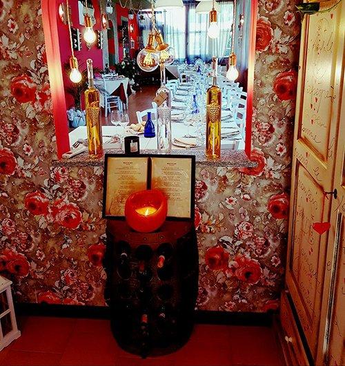 Le bottiglie del vino al ristorante la Verandina a Ferrera Erbognone
