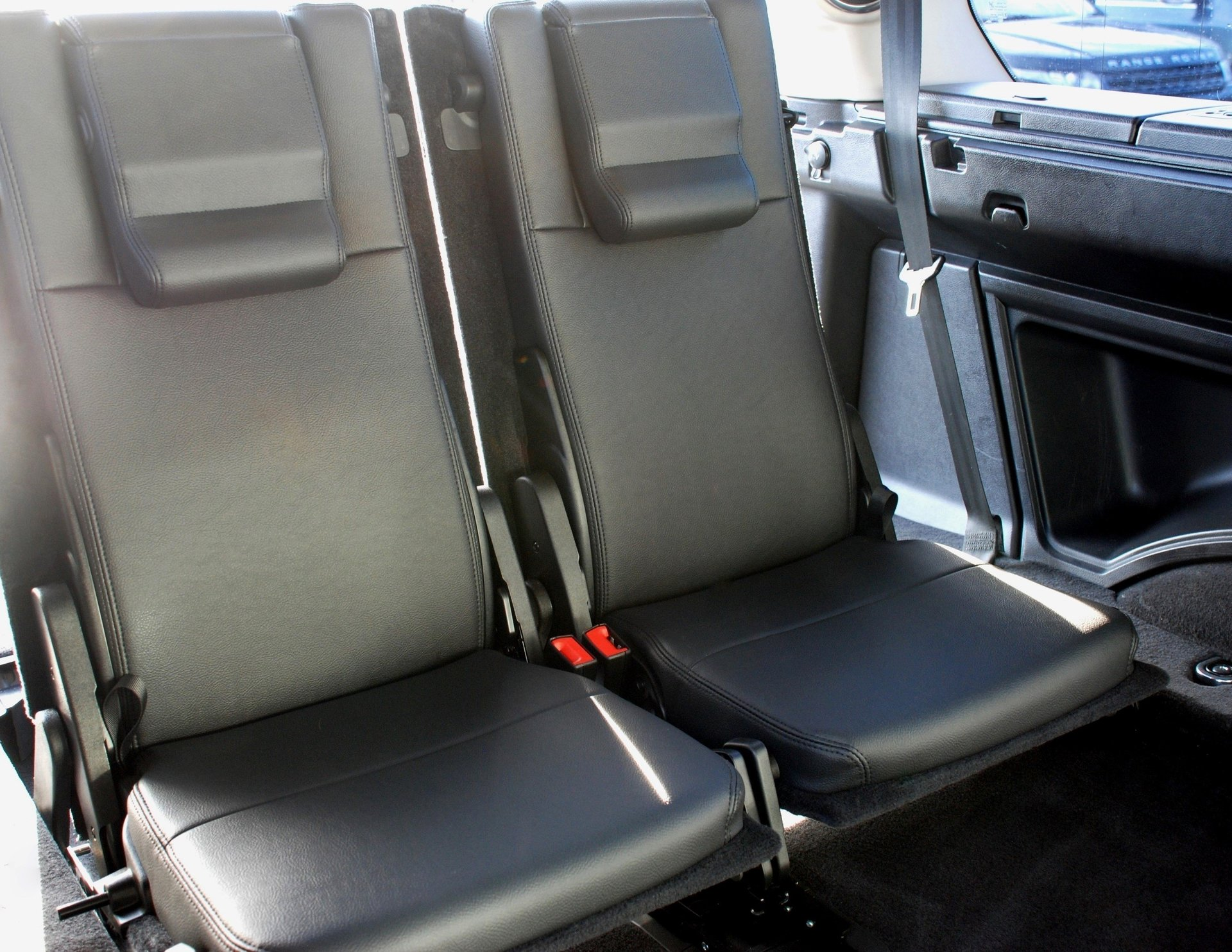 conversion for used land rover discovery commercial 3rd row leather seats makes 7 seater. Black Bedroom Furniture Sets. Home Design Ideas