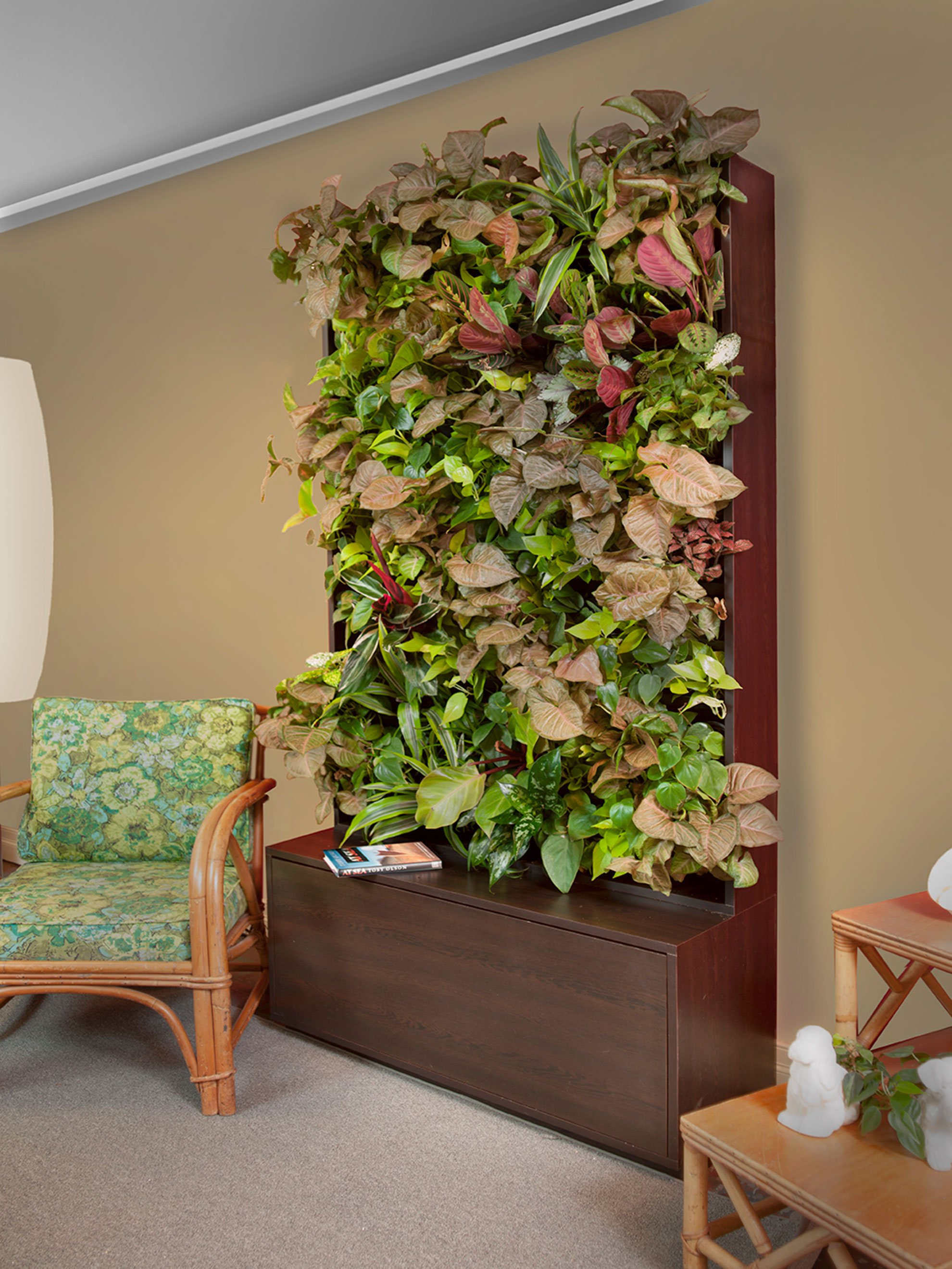 Green Walls Create Living Art That Purifies The Air And Adds A Pop Of Color  To The Typically Drab Office Or Function Hall.