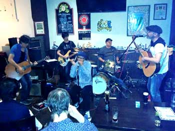 Live acoustic band in Nagoya