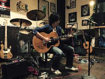 Live acoustic music in Nagoya