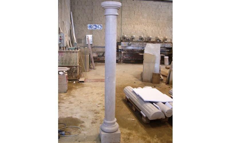colonna con base e capitello enna