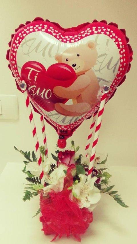 palloncino e fiori san valentino