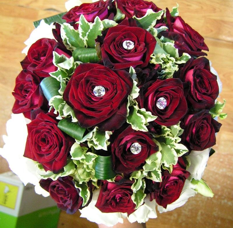 bouquet rose rosse e bianche