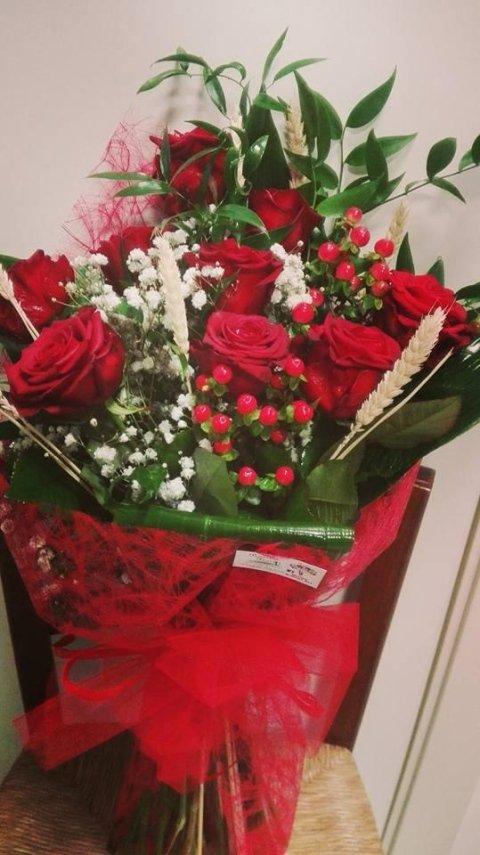 composizione laurea rose rosse e grano