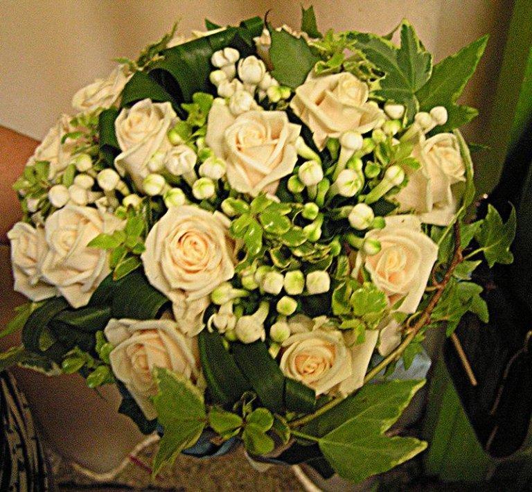 bouquet rose vivaldi, fiori arancio ed edera