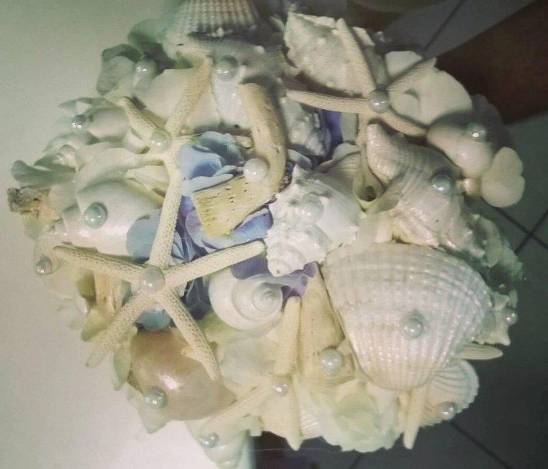 bouquet sposa ortensia bianca, perle, stelle marine, conchiglie