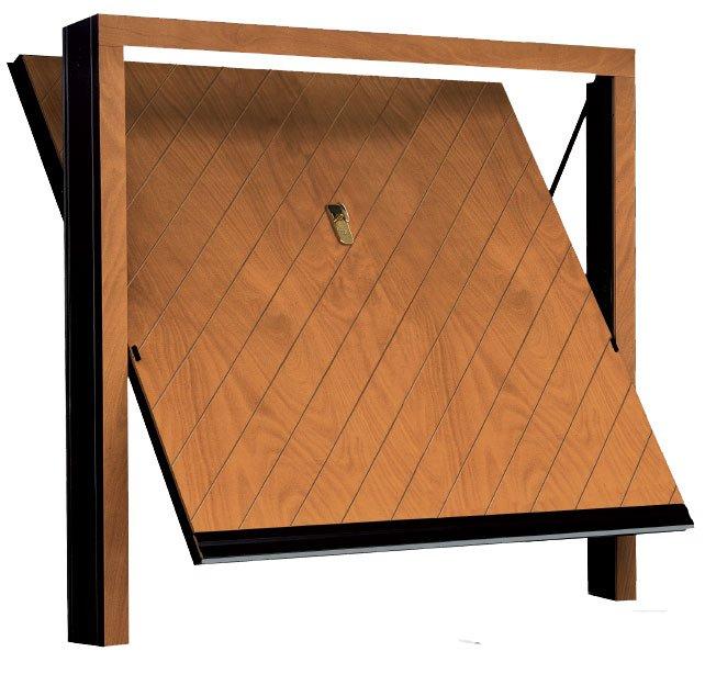 porta basculante in legno con mix di fresature oblique e verticali