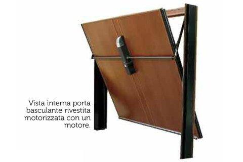 vista interna porta basculante con un motore
