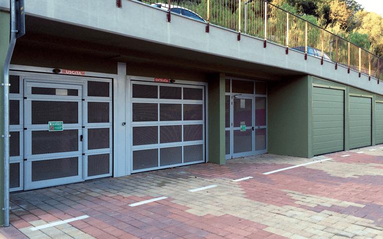 Porte sezionali-Uscita-Entrata