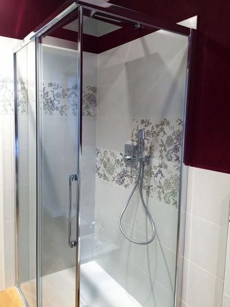 Rivestimento interno doccia in Gres porcellanato decorato casa privata Pieve di Cadore.jpeg