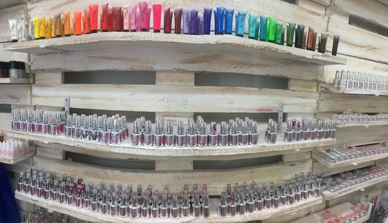 smalti e colorazioni per unghie